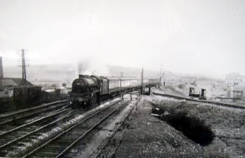 Kilmarnock bound train passing  junction to Barrhead Central at Shanks Pottery, thanks to Ian Duff of Barrhead