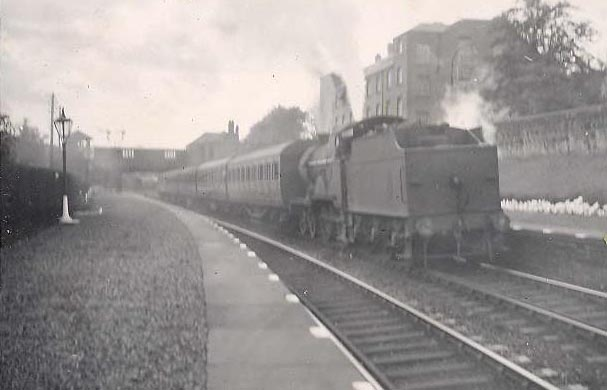 paisley West local train 1949  - GH Robin
